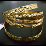 Elegant and beautiful Indian Bangles Set in Manjoos